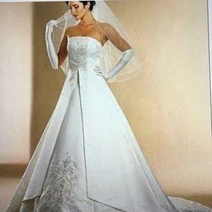 David's Bridal Gorgeous Wedding Gown. Never worn.